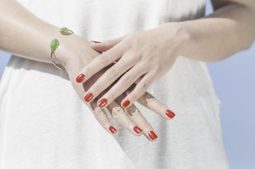 Эксперты рассказали, что нельзя делать с ногтями перед походом на маникюр