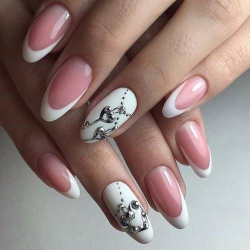 Дизайн коротких овальных ногтей. Французский маникюр на короткие овальные ногти