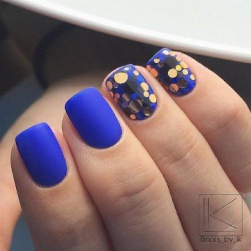 Дизайн ногтей синий с белым. Модный маникюр синий с белым: фото дизайна 2019-2020