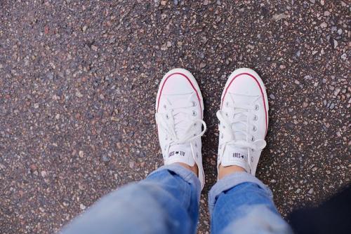Кроссовки с джинсами. Как подобрать кроссовки к джинсам