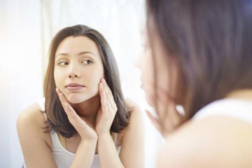 Тональный крем шелушится на лице. Как накладывать тон, если кожа сильно шелушится?