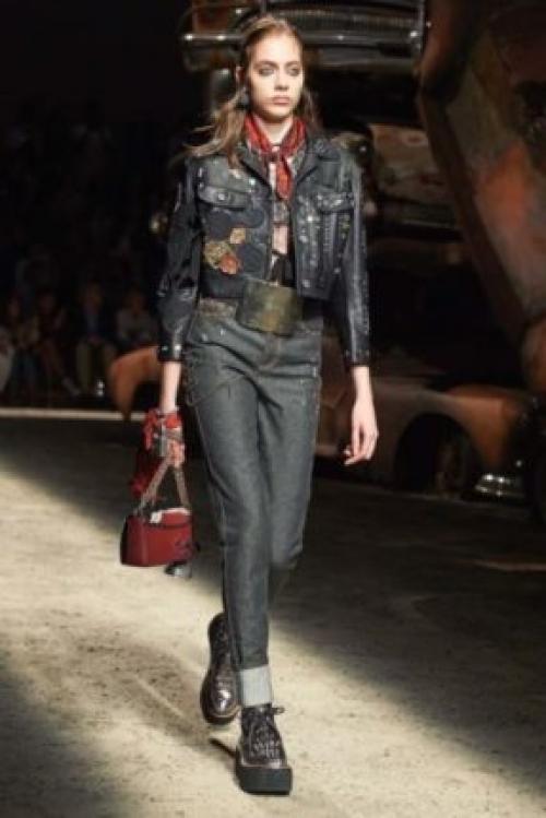 Серые джинсы женские. Стильные фасоны и оттенки
