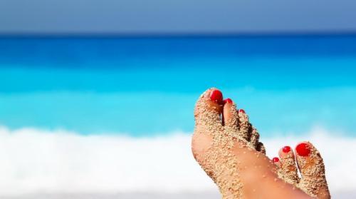 Пляжный маникюр и педикюр. Педикюр на море