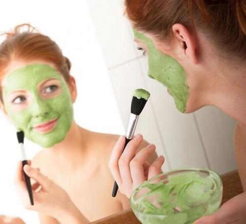Как сделать отбеливающую маску для лица в домашних. Отбеливающие маски для лица в домашних условиях