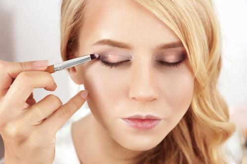 Макияж белые тени. 12 ошибок при нанесении теней: не допускай их, и твой макияж будет суперкрут!
