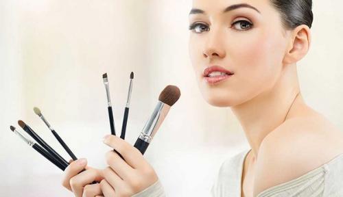 Виды кистей для макияжа. Как подобрать кисти для макияжа?