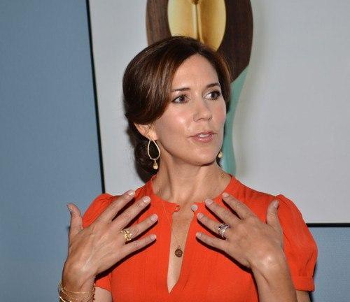 Элегантный маникюр для женщин. Руки и маникюр деловой (элегантной) женщины?