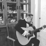 """Маникюр, гитара и макароны: Маколей калкин устроил альтернативный """"Оскар"""" в сети."""