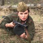 Анна Семенович образом пулеметчицы с маникюром разозлила.