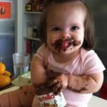 - девочкa, a ты знaешь, что конфеты есть вредно?